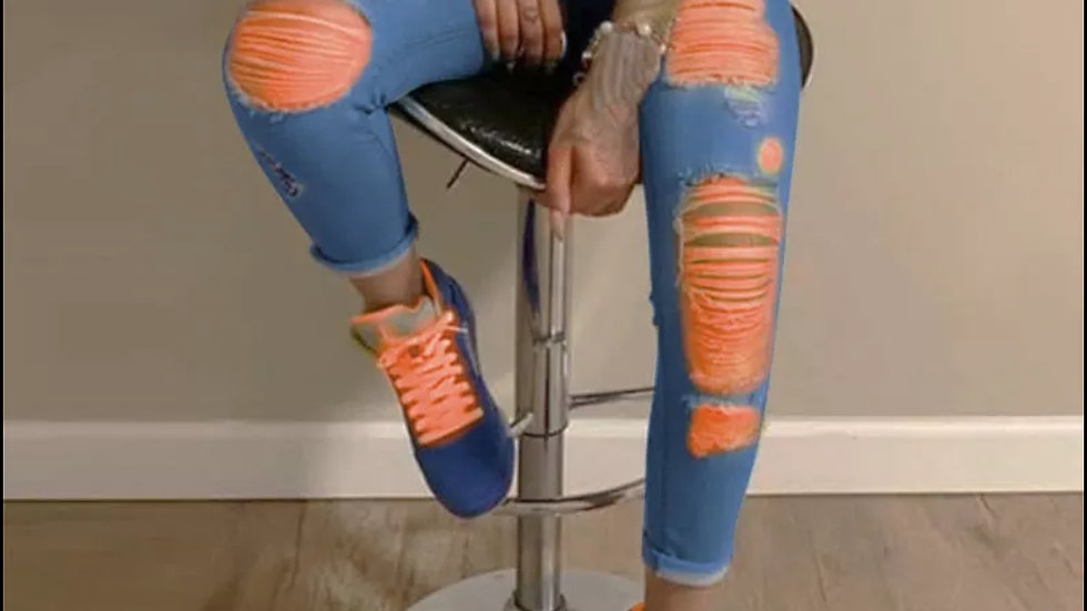 ripped demin jeans with color threading
