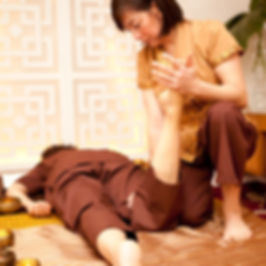 MASSAGE LYON PRATIQUE DE L ACUPRESSION TRADITIONNELLE THAILANDE KIMLAO 69008