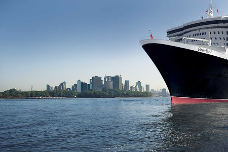 Queen Mary 2 - New York - Bow.jpg
