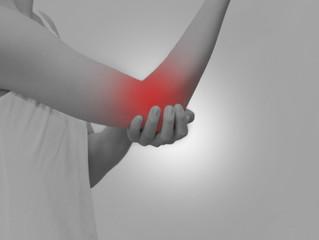 両テニス肘、右肩腱板損傷の症例
