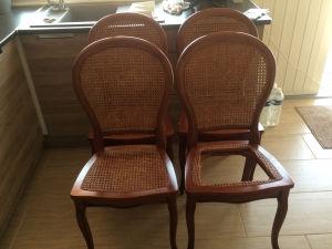 En remplacement cannage de chaise mise en place d'une assise en tissu