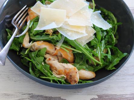 Salade d'épinard au foie gras et aux girolles (chanterelles)