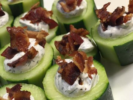 Canapés de concombre et de bacon
