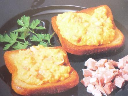 Canapés au fromage et bacon