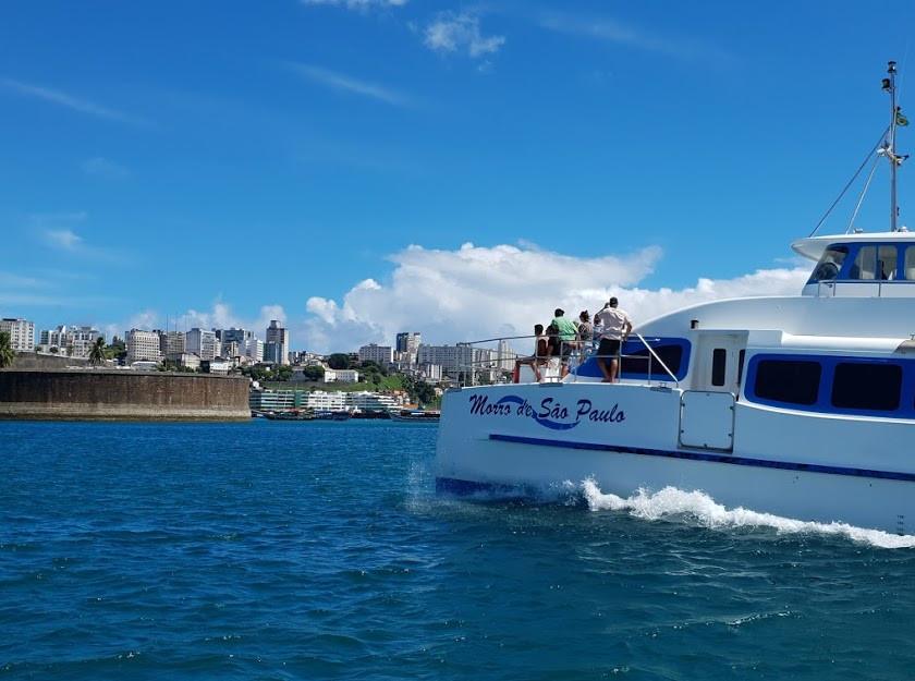 Catamarã chegando em Salvador