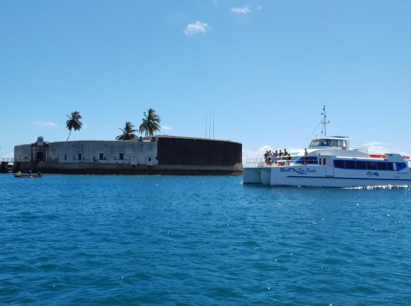Catamarã da Biotur em Salvador
