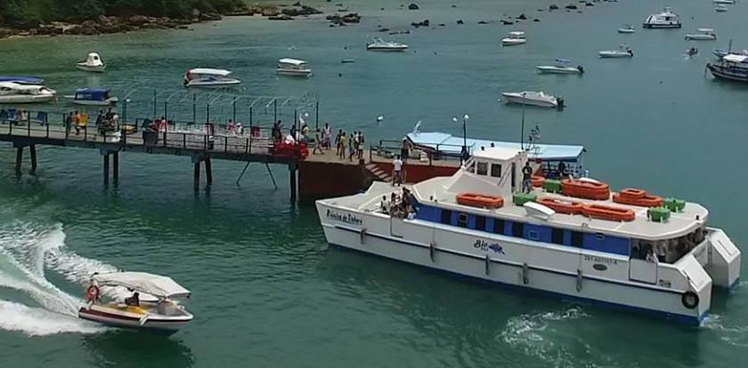 Catamarã da Biotur no terminal Marítimo