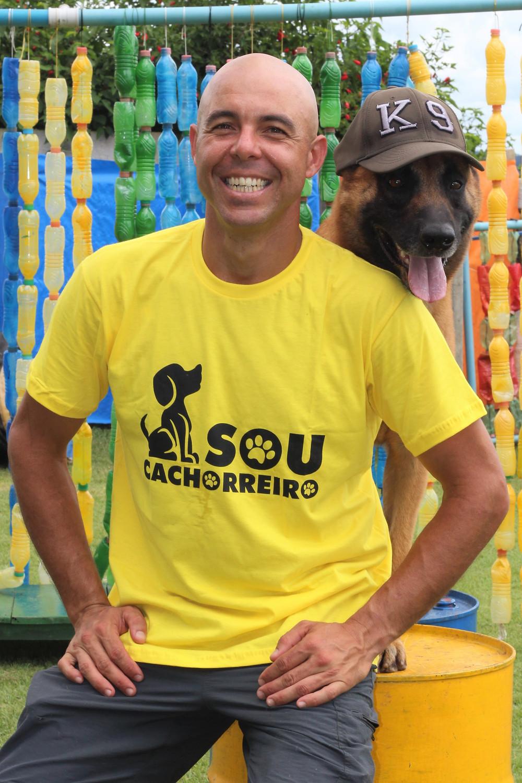 Representante Brasileiro e Especialista no Esporte Mondioring (Obediência, Faro, Saltos e Proteção) a nível Internacional desde 2009 Membro da Confederação Brasileira de Cinofilia e da Federação Internacional de Cinofilia (FCI) Terapeuta Naturólogo formado pela faculdade Unimonte Santos
