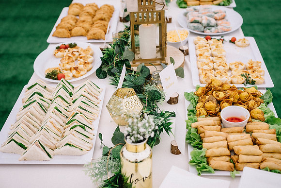 Long table greenery centrepiece