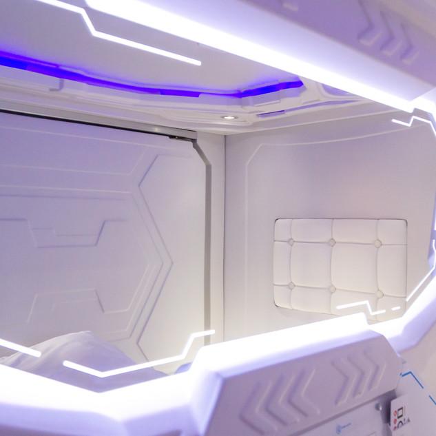 capsule bed mirror