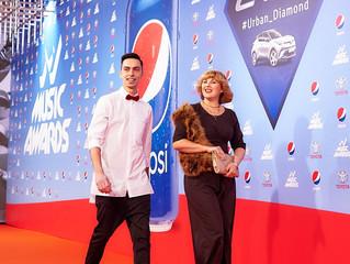 Ведущий Русского Радио Украина Андрей Черновол на красной дорожке M1 Music Awards