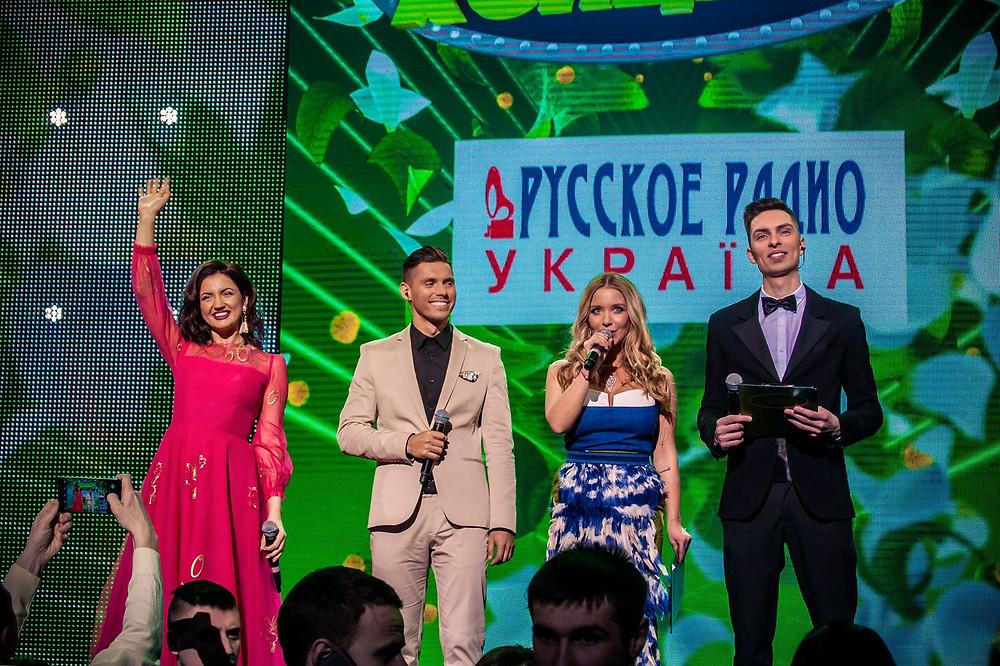 Ведущие Оля Цибульская, Никита Добрынин, Девушка Блонда и Андрей Черновол