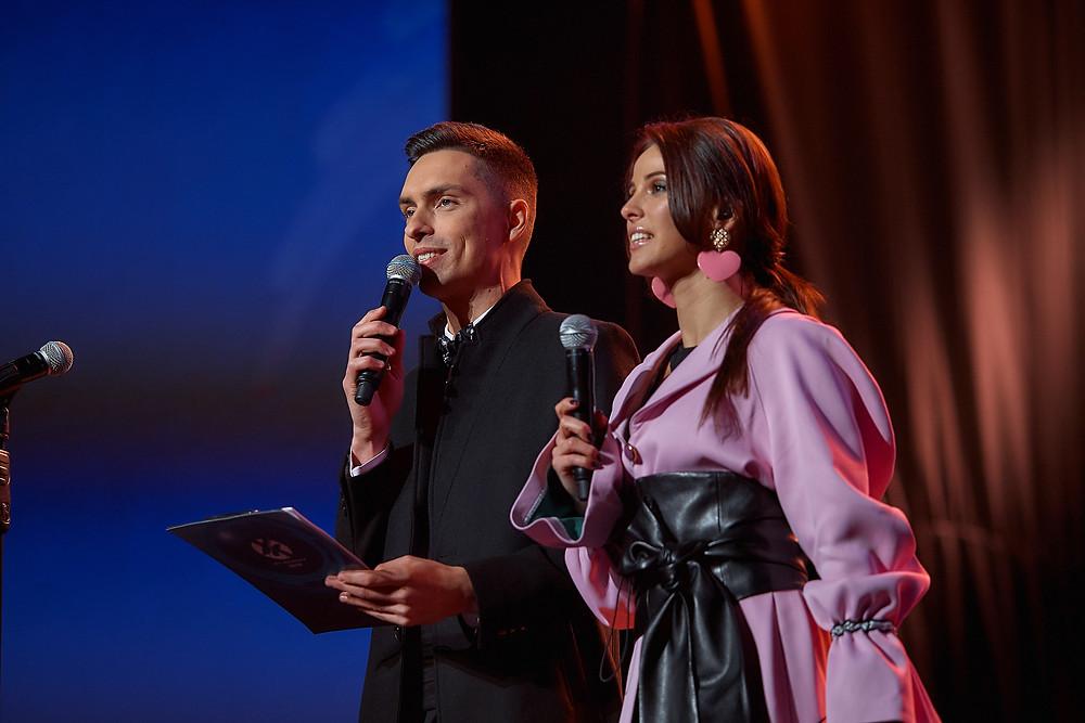 Ведущие Андрей Черновол и Галина Завийская