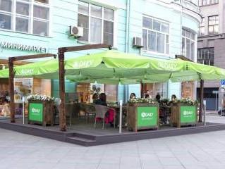У «АВ Daily» на Тверской открыли летнюю веранду