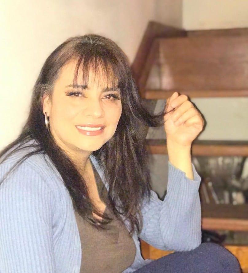 """Nil del Rocío es la autora de """"¿Y cuál te queda? Poemas, pensamientos y saetas de un corazón filosófico"""""""