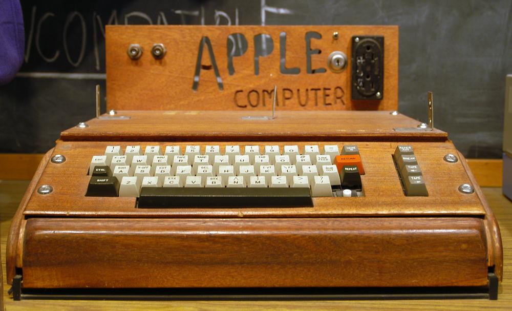 """El modelo Apple I, uno de los primeros ordenadores """"portátiles"""""""