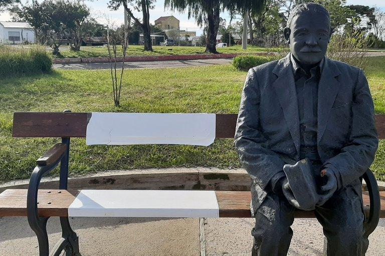 Estatua del escritor en la ciudad de Paso de los Toros