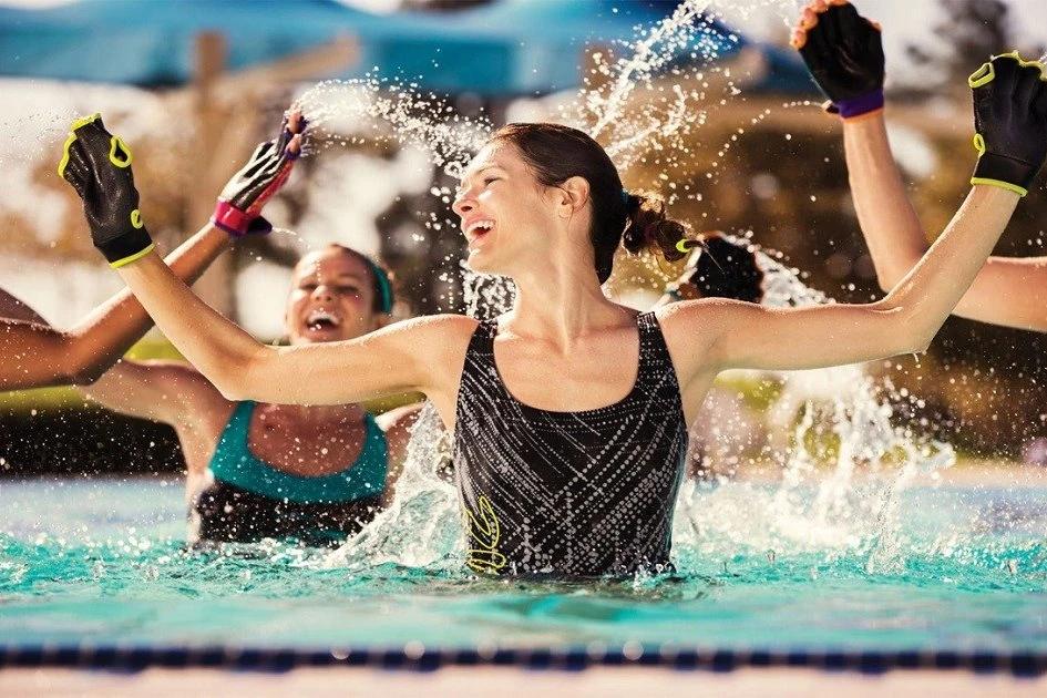 Hacer gimnasia en el agua es más fácil y eficaz, siendo la mejor forma de hacer gimnasia