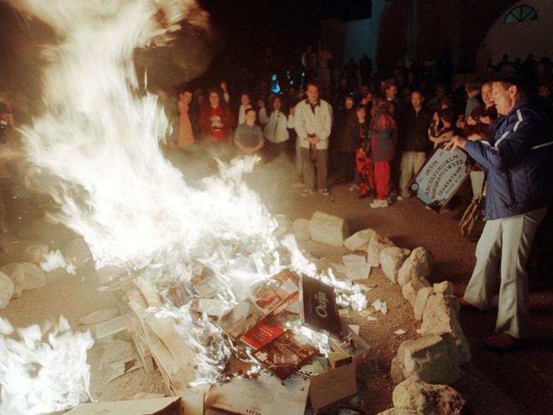 A lo largo de la historia presenciamos muchas quemas de libros en un atentado contra la cultura y la libertad de expresión