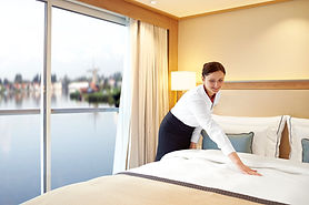 CC_Longships_Explorer_Suite_Bed_Stewarde