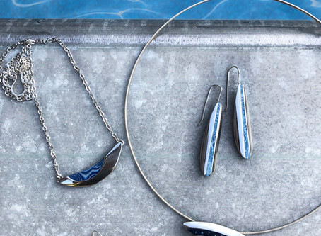 Poolside with my Groove jewelry collection in blue