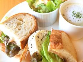モッツァレラ&生ハムのサンドイッチプレート