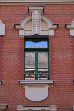 Restaurierte Fensterbekrönung
