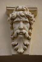 Portal-Skulptur