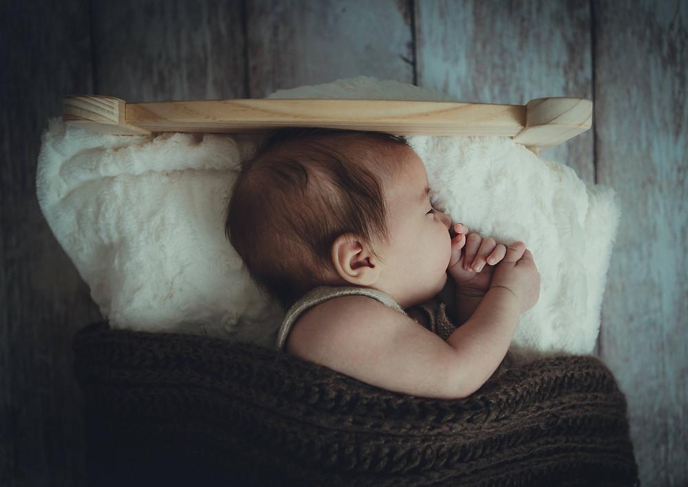 Tips on a newborn babies sleep schedule