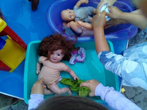 Dolly bath time