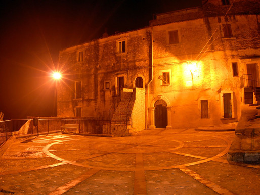 """""""Le pietre del Centro Storico di Vico del Gargano: le nostre radici, il nostro futuro. Quali prospet"""