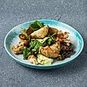 Салат с курицей, щавелем и сулугуни