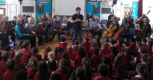 Former SARO conductor Ben Goodson leads a session