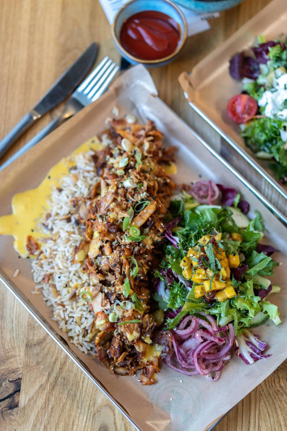 Chicken Gemüse Kebap as our funky Mango Tray
