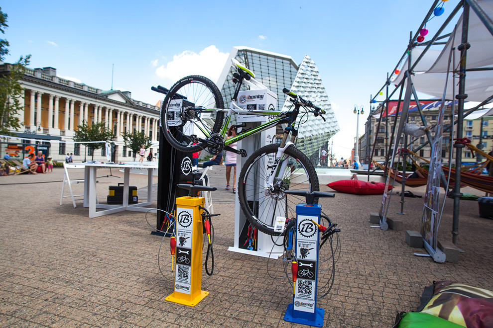 many_bike_repair_stations.jpg