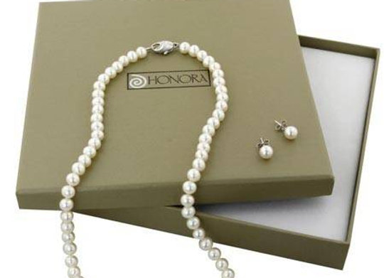 Box Set Freshwater Cultured Pearl Necklace and 6-6.5mm Stud Earring