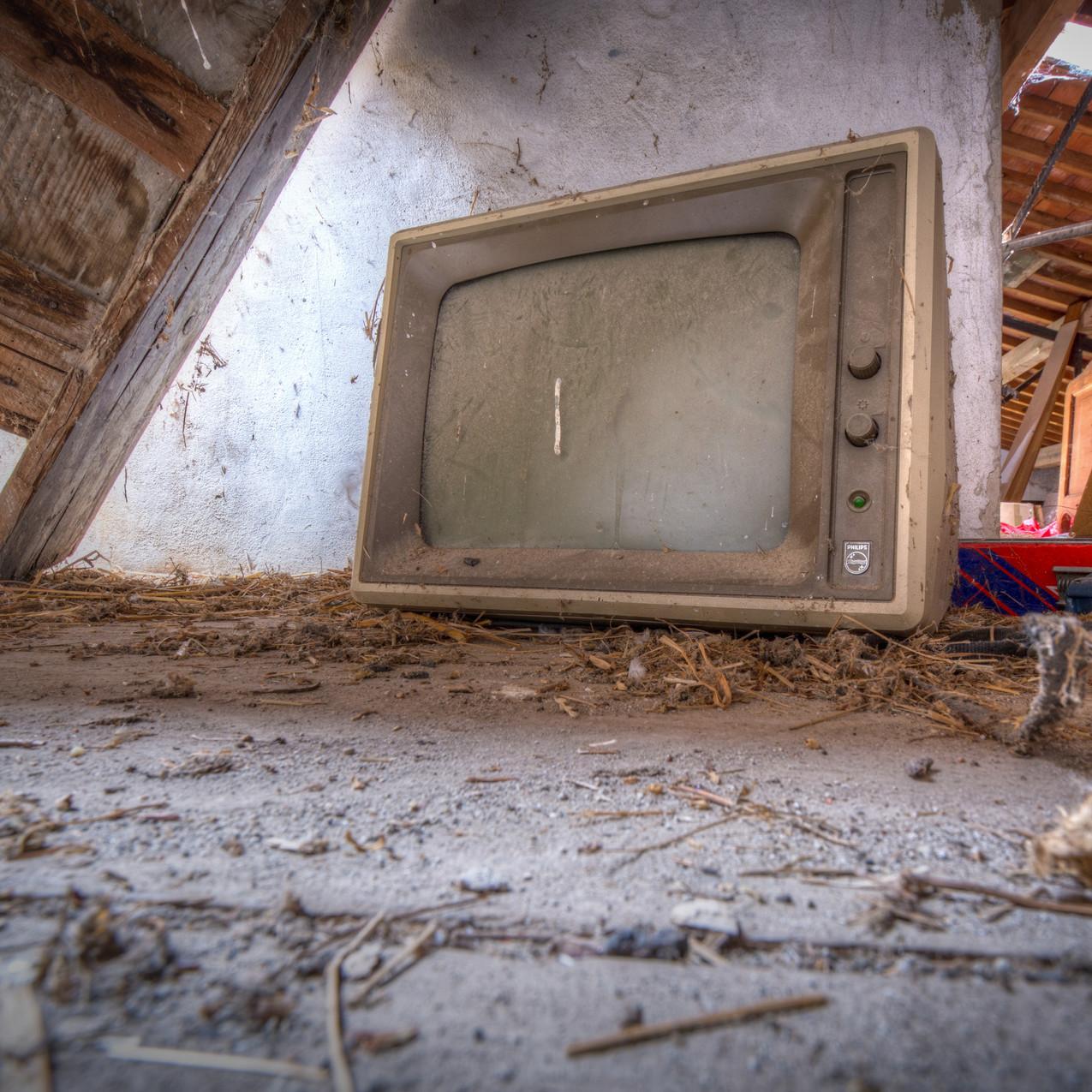 Urbex - Maison Rinnovazione 11 (La télé monochrome à Philipe )