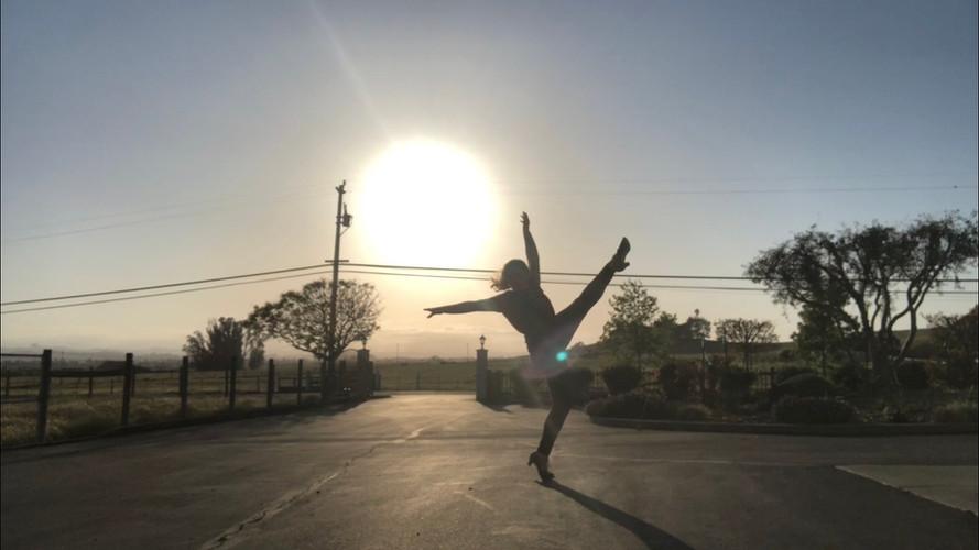 Dancing -4.jpg
