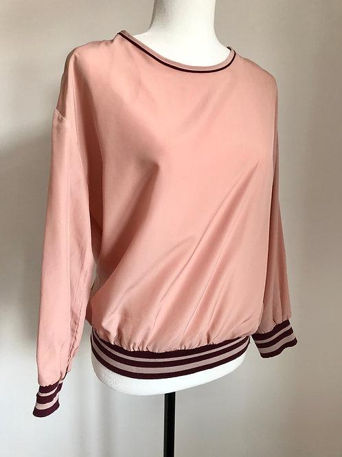 Blusa rosa com fenda nas costas