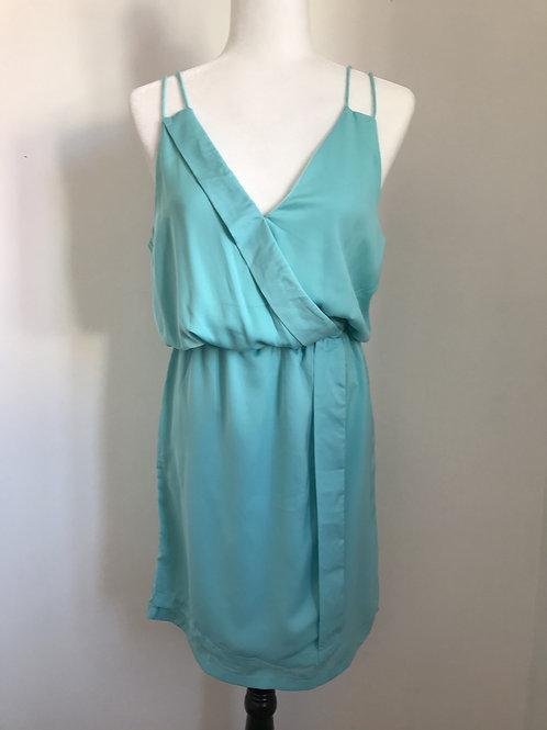 Vestido azul com decote em V