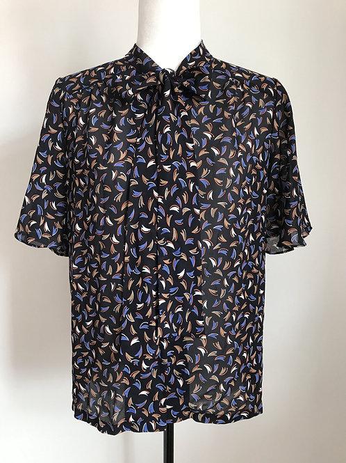 Blusa padrão azul com laço