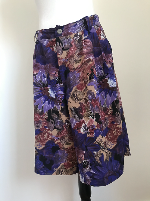 Calção saia vintage com padrão violeta