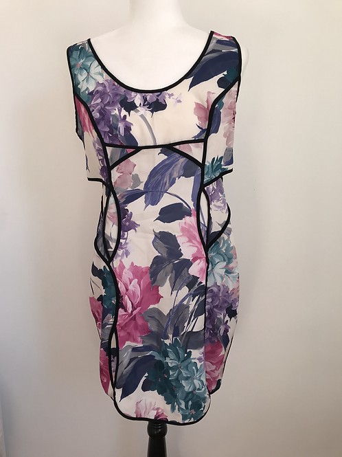 Vestido floral com abertura lateral