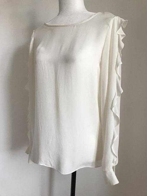 Blusa branca com transparência e babados na manga