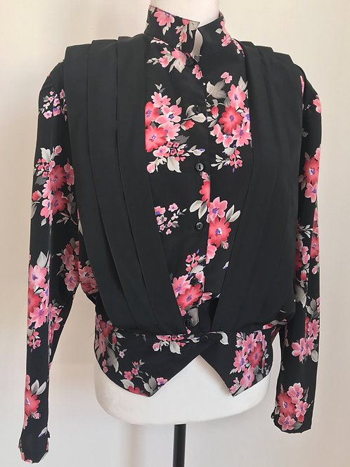 Camisa vintage preta com floral rosa