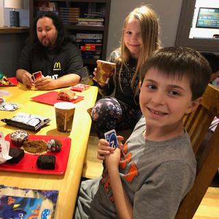 Kidzz Helping Kidzz playes Uno with home
