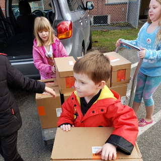 kids moving the food .JPG