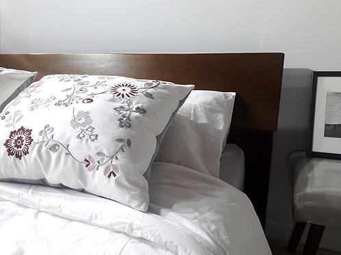 เตียงนอนทรงเตี้ยหลังเอน (ปีกกว้าง)