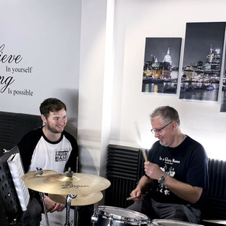 Beginner drummer starting rock drumming course