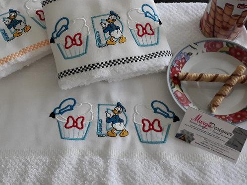 Kit com 03 panos de prato atoalhado Cupcake Pato Donald